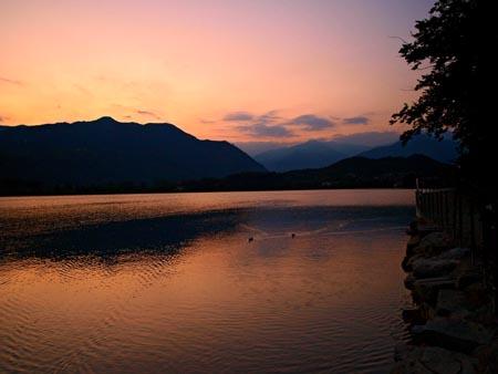 laghi di Avigliana - lago grande al tramonto