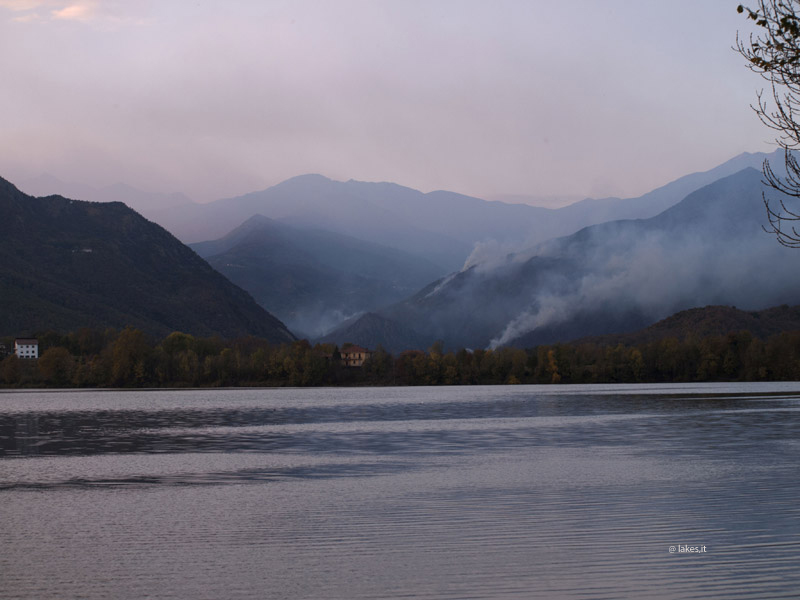 lago Piccolo, incendi in distanza