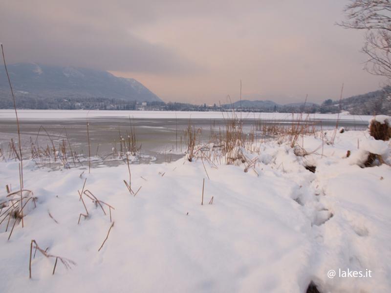 lago piccolo di Avigliana gelo e neve